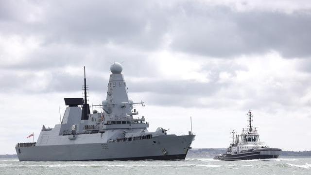 """英国即将退役护卫舰""""碰瓷""""中国052C:雷达突然失灵了"""