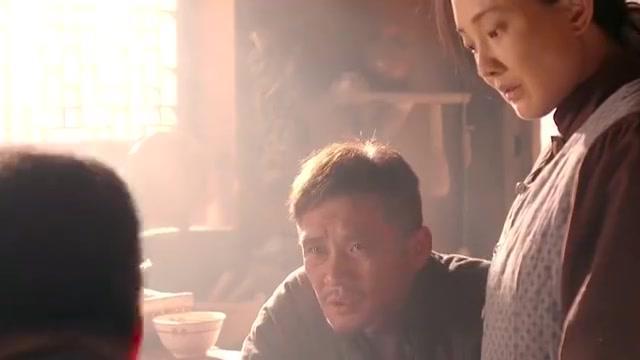 老农民病入膏肓,在饭都吃不饱的年代,女婿还要为他找鸿茅药酒