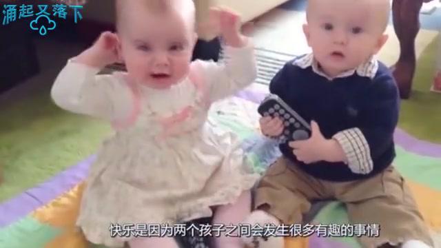 双胞胎哥哥被抽屉给压住了,下一秒弟弟的举动,看一次笑一次