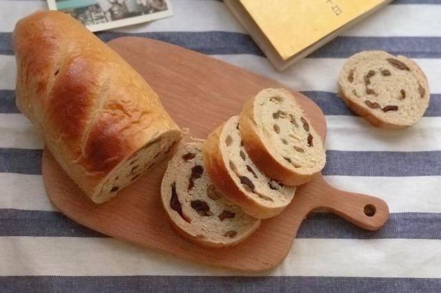 这才是大列巴面包最实用做法,成本不超10元,咬一口满是香甜果干