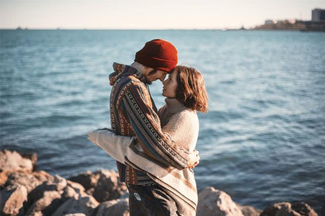 心理学:男人对外人很客气,对自家女人爱发火,是怎么一回事