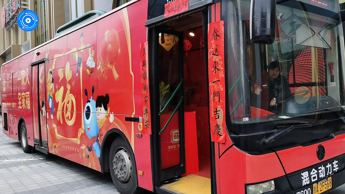 杭州市民献爱心,乡村小学校长一天收到100张敬业福!