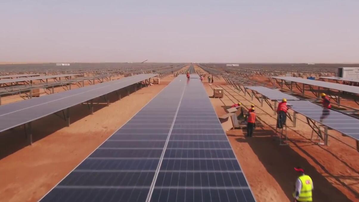 """中国采用12000面镜子,在甘肃建造""""人工太阳"""",引外国媒体热议"""