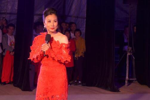 汪明荃近照曝光,保养得宜红裙亮相,完全看不出已经72岁