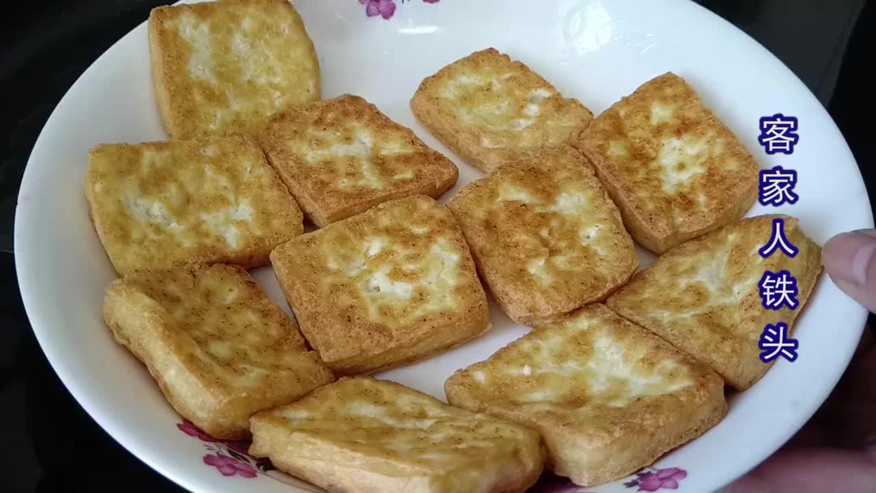 豆腐加2根排骨,冷天家人都爱吃的家常菜,入味下饭越吃越暖和