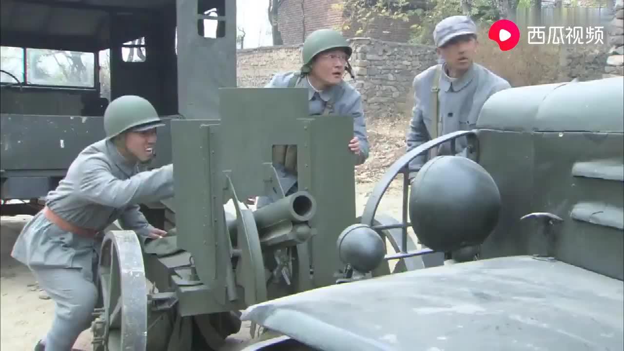 新兵嫌弃火力太差,随手改造出了榴弹炮,断了敌人的后路