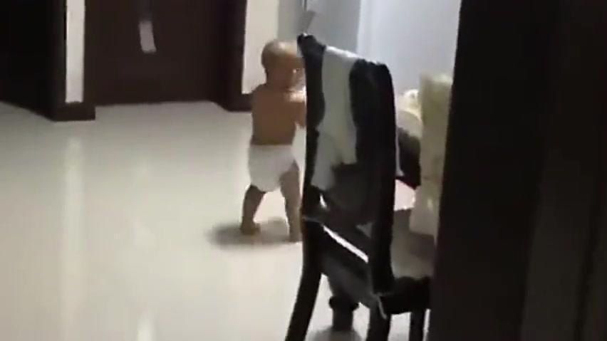 从出生就是姥姥看,每天只要姥姥一进门,宝宝乐的都能跳起来!