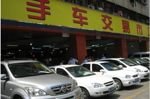 """北京二手车市""""一片萧条"""",奔驰S级10万没人要,商家无奈说实话"""