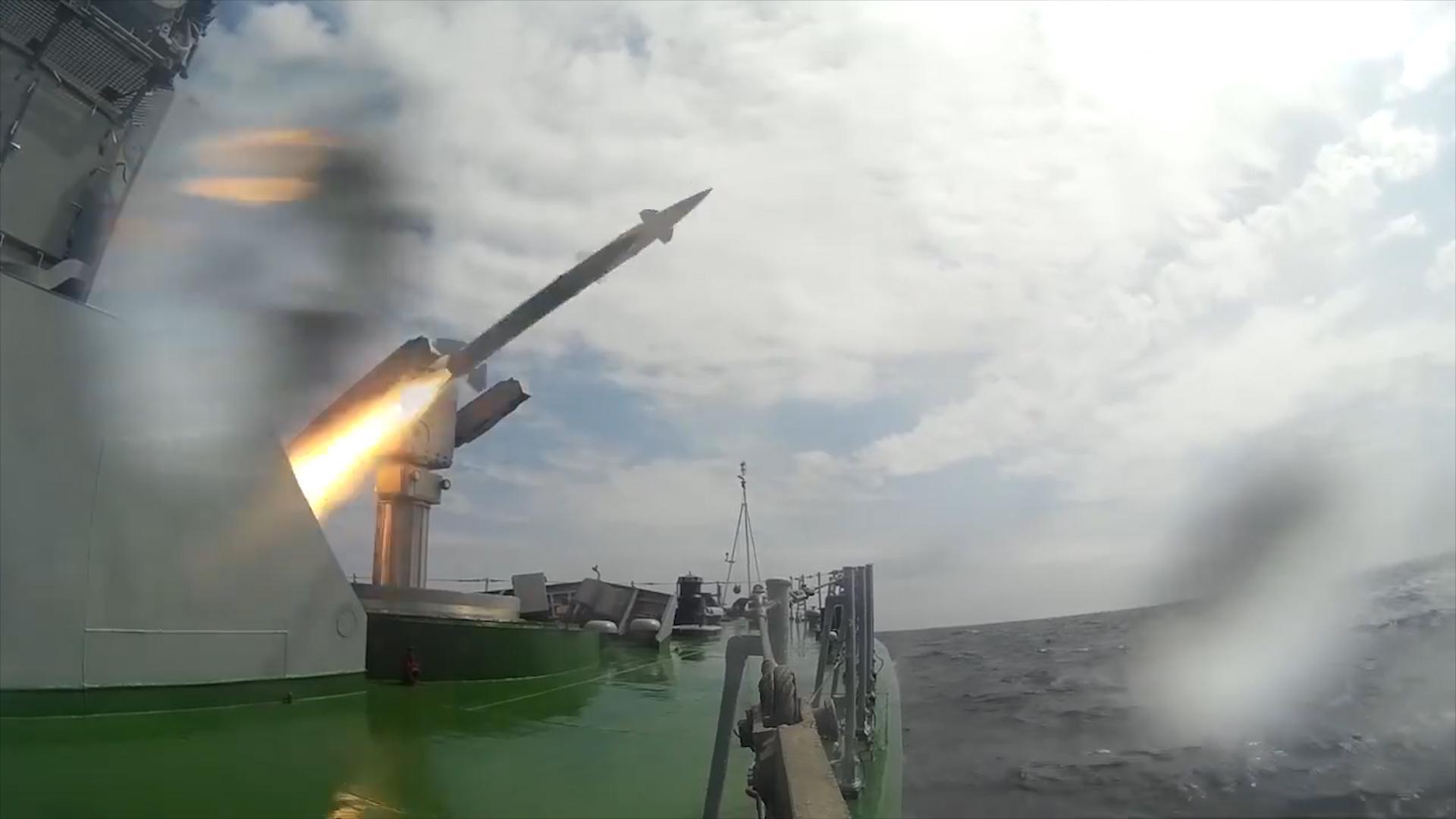 俄龙卷风导弹艇开到日本自卫队门口 火力全开试射导弹