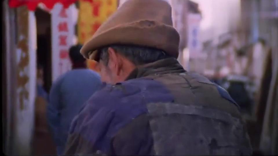 老电影真好看,厨子去市场买菜,新鲜活鱼大闸蟹古老的打氧器材