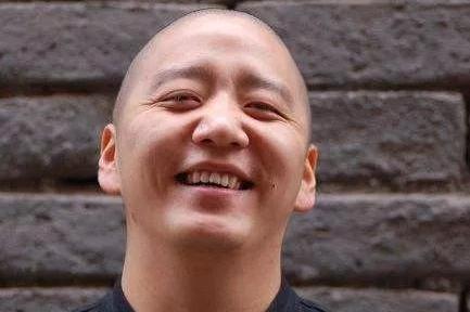 """40岁的郝云没有预料到:他的""""中年危机""""会像王宝强离婚一样荒诞"""