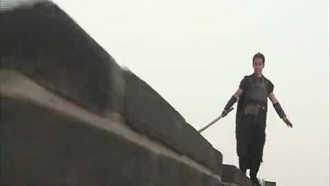 南宫紫霖与关小西在城墙上,互相理解和解释自己的行为