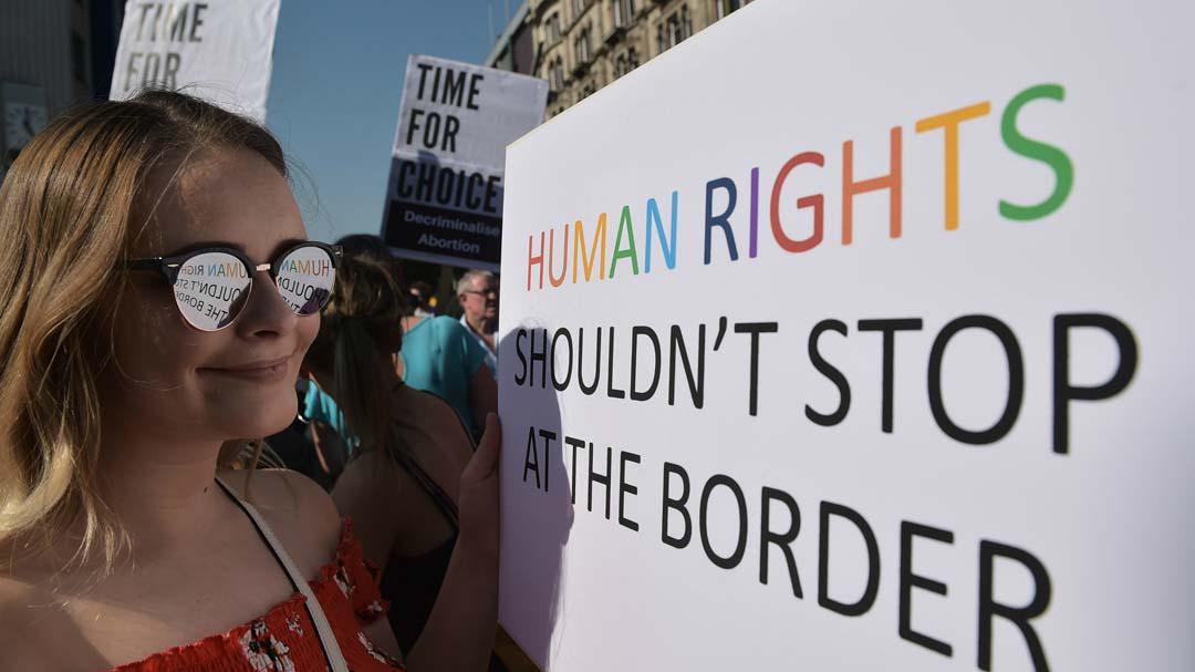 北爱尔兰松绑,英国实现堕胎与同性婚姻合法化