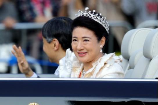 雅子皇后随德仁天皇继位,被皇室禁锢26年,虽美丽依旧却眼神无光