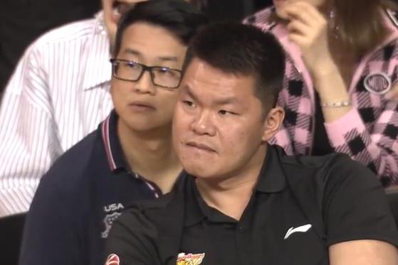 21岁2米10男篮新星!朱芳雨或有机会下赛季引进他,接班易建联