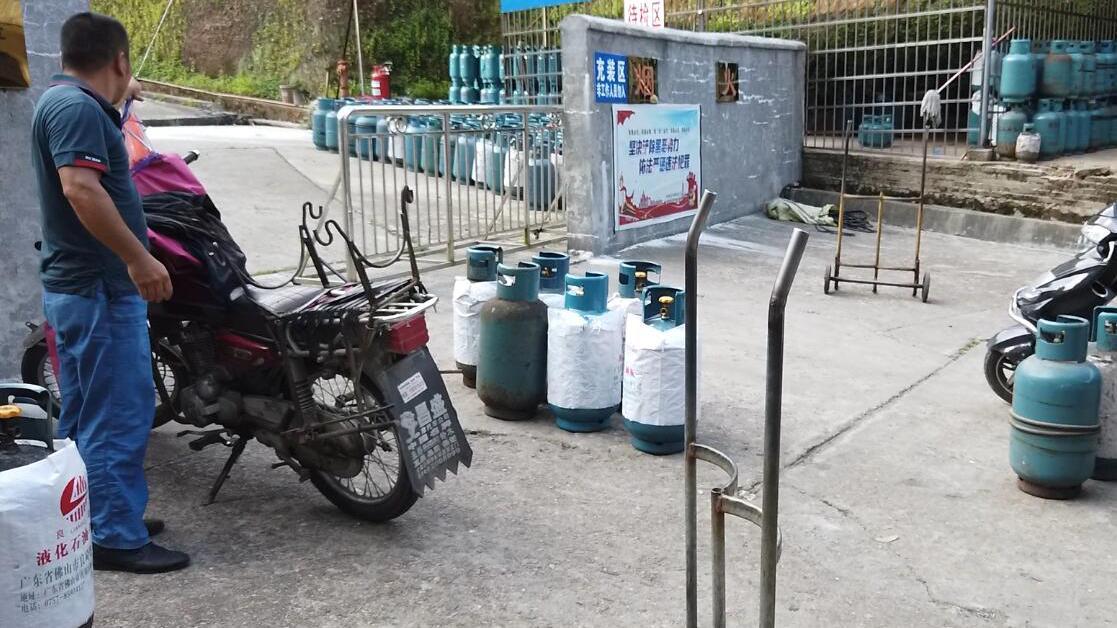 实拍江西小县城充煤气要多少钱,价格比北上广还贵?你能猜到吗