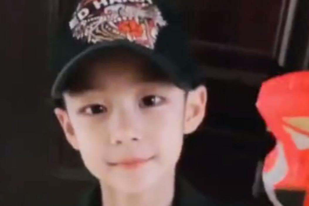 曹颖8岁儿子近照曝光!剑眉星目清隽帅气,获赞最帅星二代
