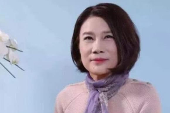 董明珠身价几百亿,为何却拒绝与90岁老母同住?网友:真实