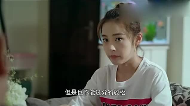 女孩要高考了爸爸让她赶紧复习女孩胸有成竹