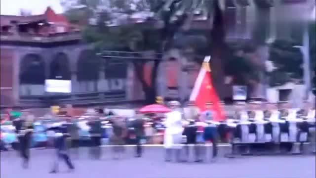 外国观众全都鼓掌欢迎解放军仪仗队这画面太不可思议了