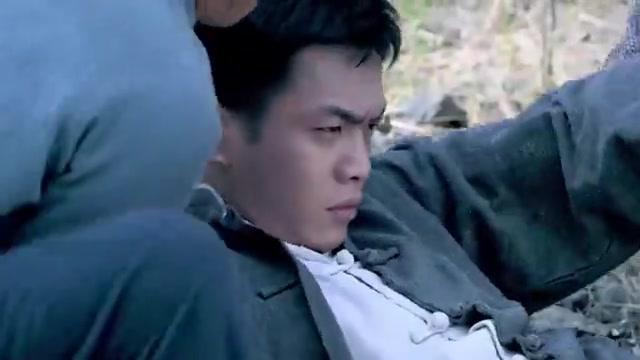 最强神枪手:小伙被当成累赘,谁知他是位神枪手,枪法出神入化