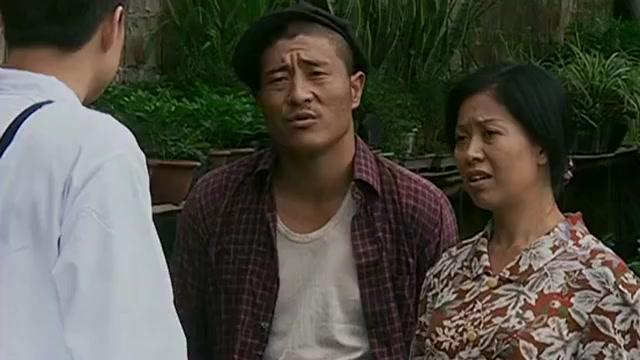 乡村爱情:赵四跟天来说,给陈艳南放假了,天来打听陈艳南