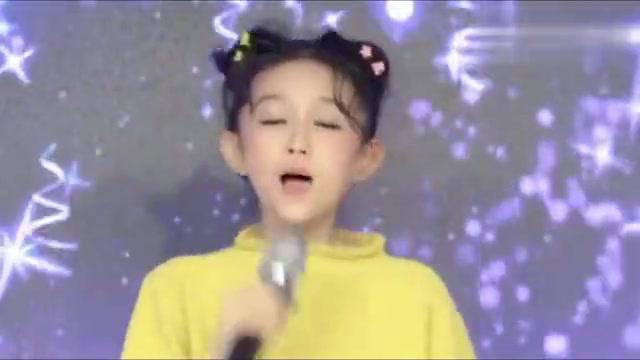 童模宋小睿一首《火红的萨日朗》,童真清澈的嗓音真好听,爱了!