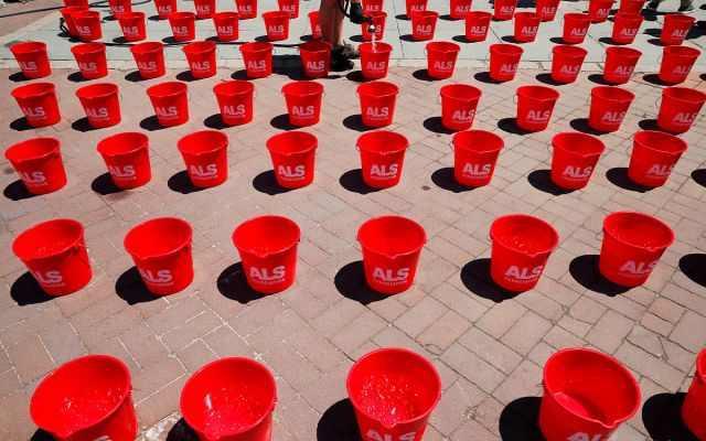 还记得5年前的冰桶挑战赛吗?美国专门举行活动纪念,创捐款记录