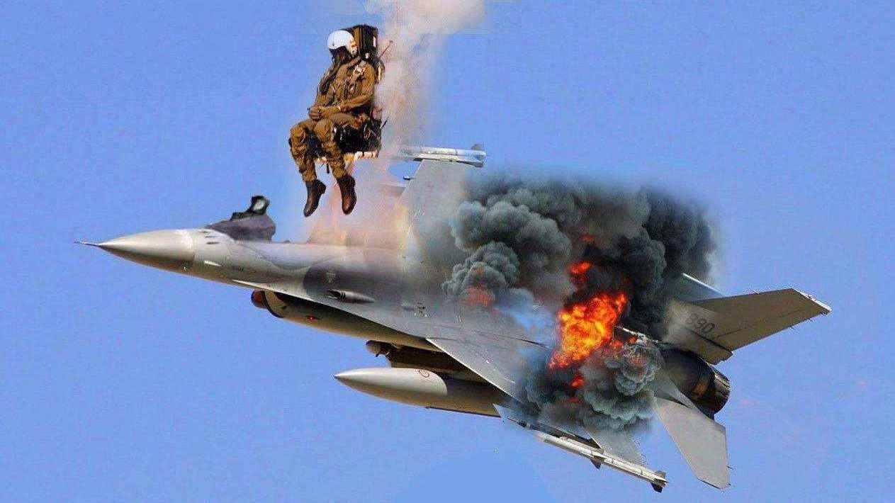 为什么不能射杀跳伞的飞行员?有两个原因,但空降兵可以射杀