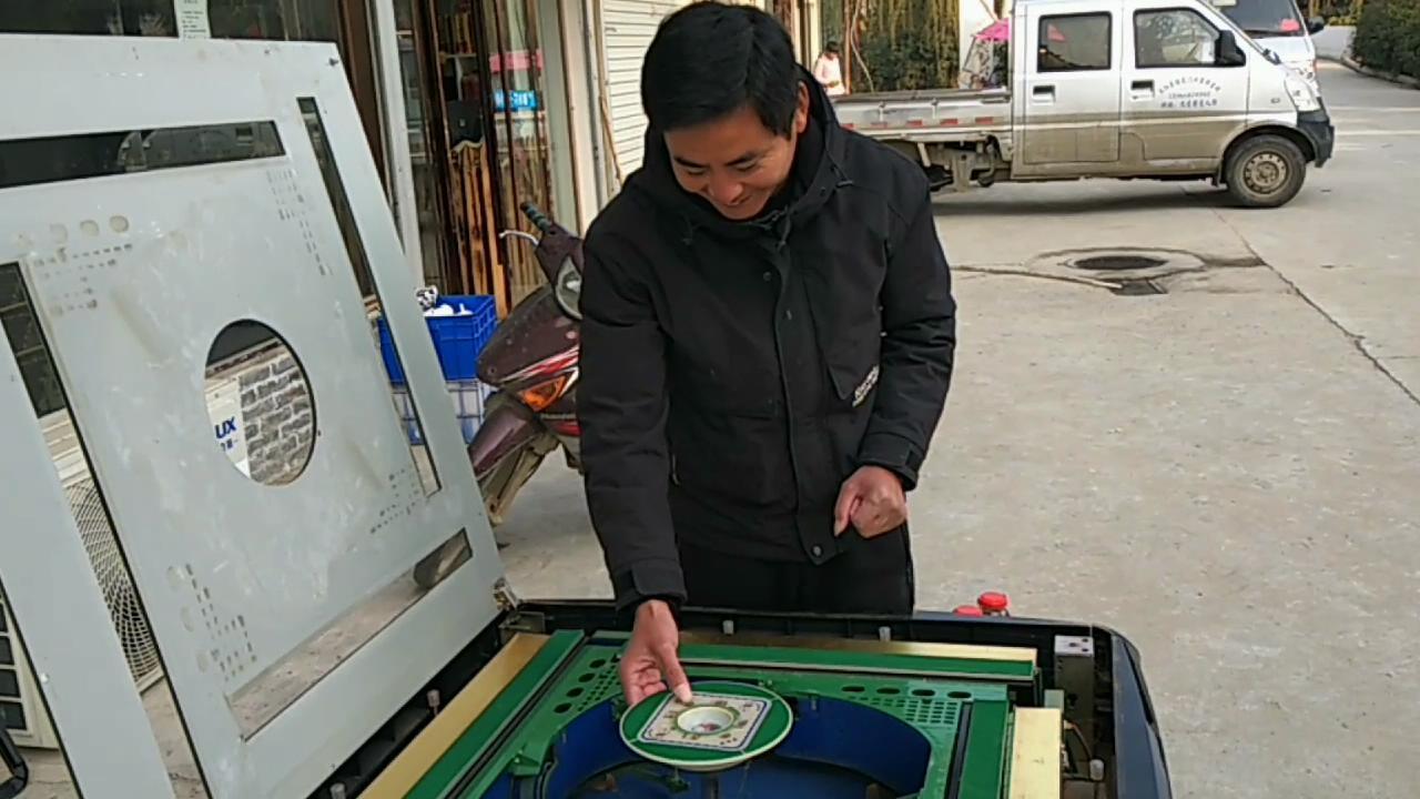 安徽阜阳:农村二爹80元收一台麻将机,小亮哥帮修好真值了
