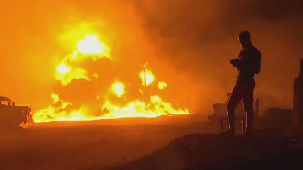 """事故现场!尼日利亚一输油管道爆炸起火 现场""""火海滔滔"""""""