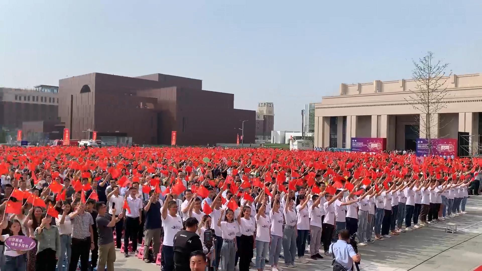 西交大入驻创新港,开学现场7000余名师生共同歌唱祖国