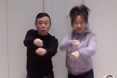 潘长江豪宅曝光后被逼捐,女儿霸气回怼:比你捐的多就是不想晒