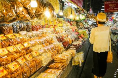 泰国人对油炸食品是真爱,最后这种把我吓跑了,网友:下不去嘴
