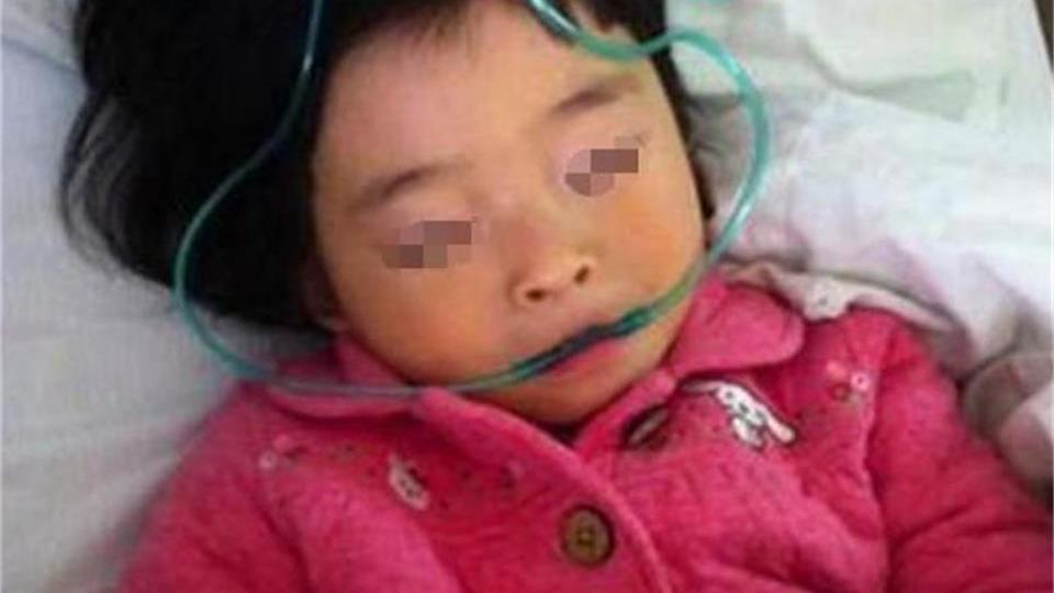 3岁女儿干呕不止,医生手术16个小时,取出的东西让父母当场崩溃