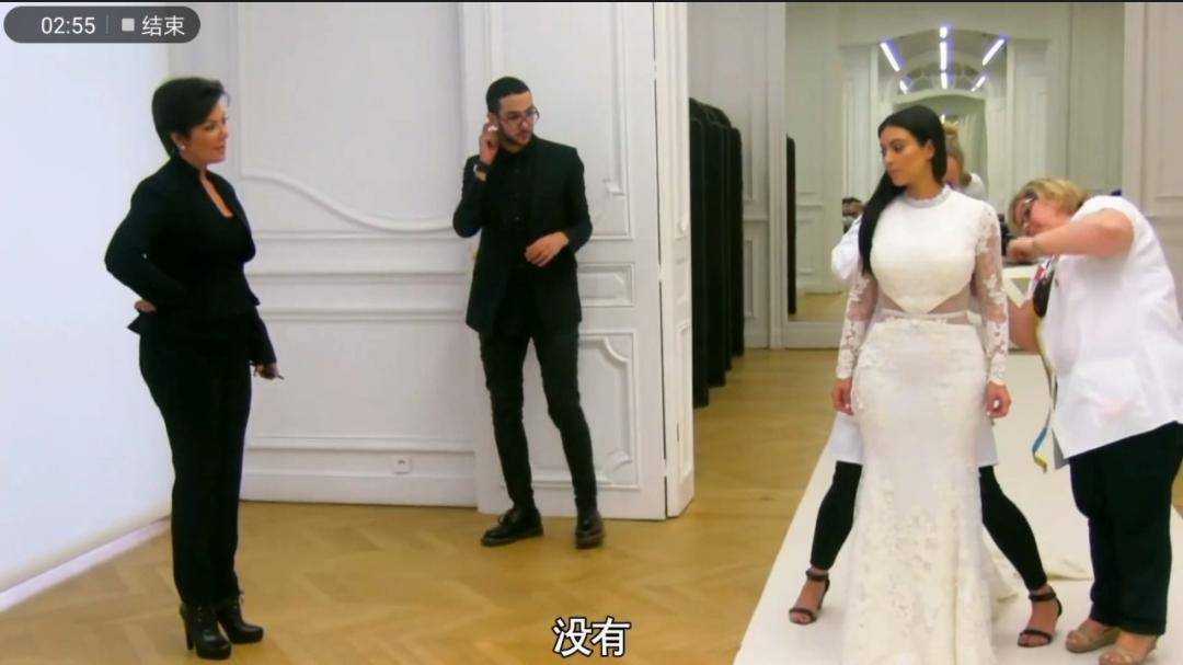 """卡戴珊试穿婚纱暴露身材缺陷,有点""""短、粗、胖""""的感觉"""