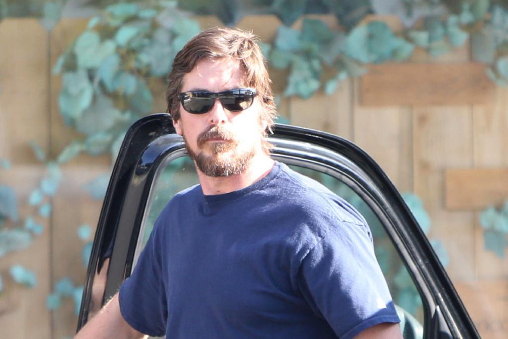 """45岁克里斯蒂安·贝尔现身街头!最帅""""蝙蝠侠"""",如今也长胖啦"""