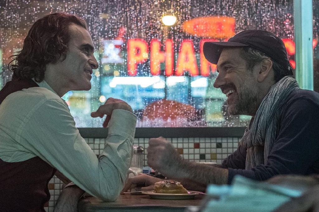 怒了!《小丑》入围金球奖引争议,导演托德·菲利普斯被骂上热搜