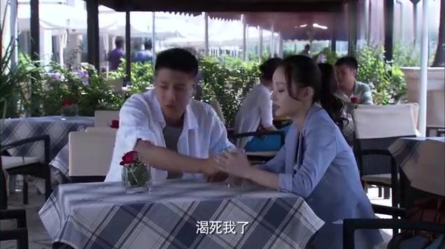 小米想到医院拍照片,请求在医院工作的金亮帮忙,对方却不太乐意