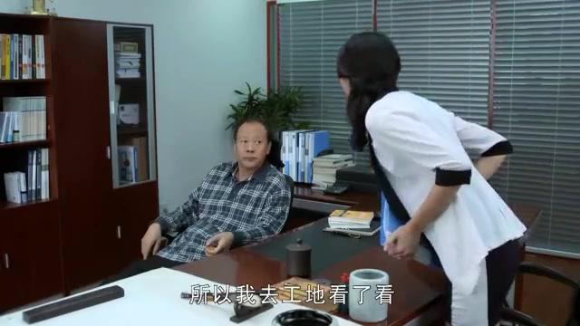 老总偏袒前台小妹,女助理却吃醋了,竟办公室对老总恩威并施
