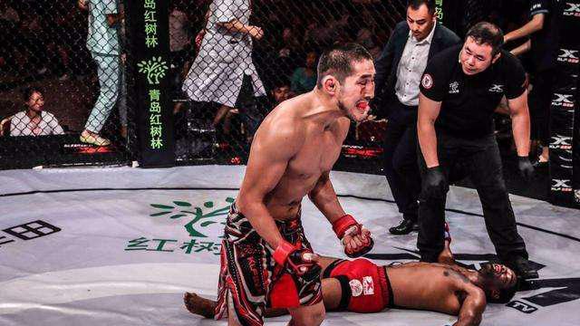 河南拳王额头被打鼓包,闫西波铁拳发飙追着打,菲律宾拳王惨败
