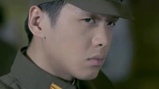 八路特战队到上海执行秘密任务,不料个个身手不凡,配合天衣无缝