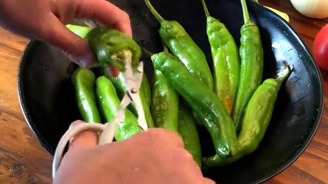 如此做青椒,好吃又不辣,比肉好吃的滋味,每次上桌都要抢着吃