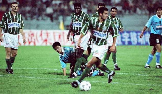 23年前今天友谊赛大连万达0比3帕尔梅拉斯,当时球员你认识几个?