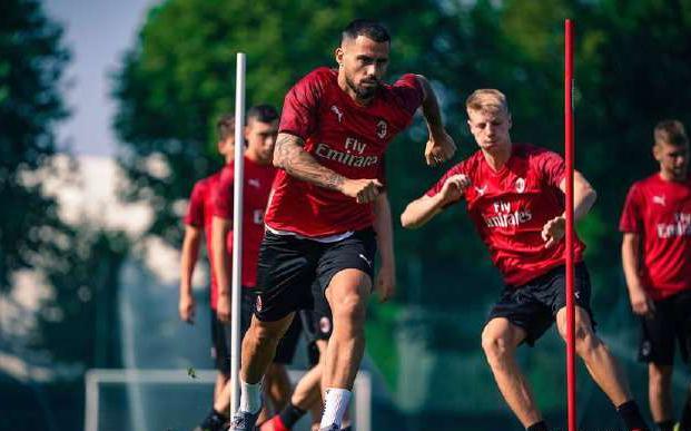 在米兰内洛AC米兰球员进行了赛季前训练!
