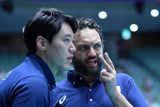亚锦赛,韩国女排主教练口出狂言,竟不把中国女排放眼里,真自大