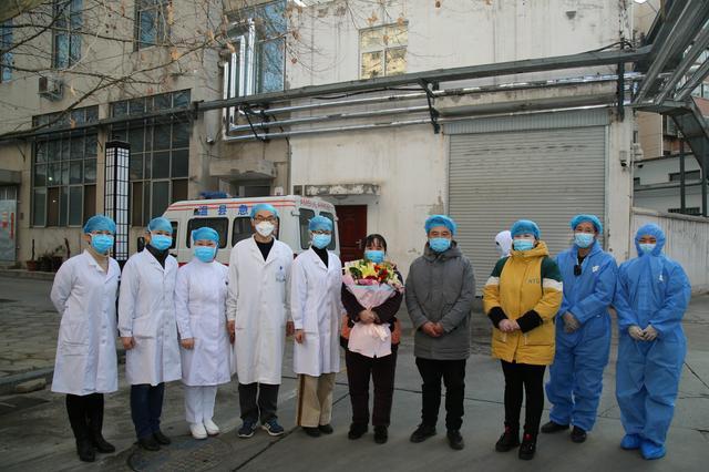 河南中医药大学第一附属医院首例新型冠状病毒肺炎治愈患者出院
