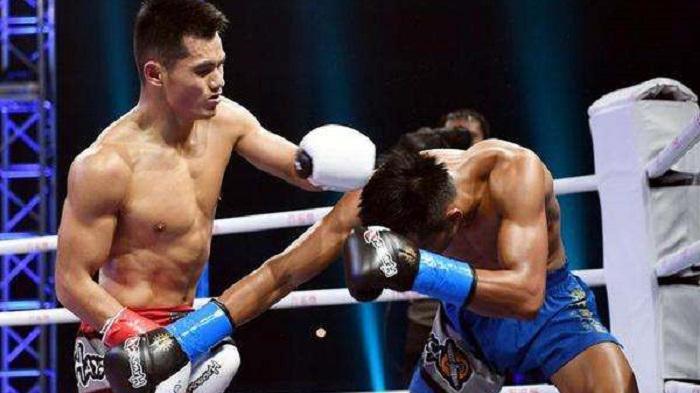 日本拳王碰见河南肌肉男被20秒KO,闫西波铁拳追着打被裁判拦住