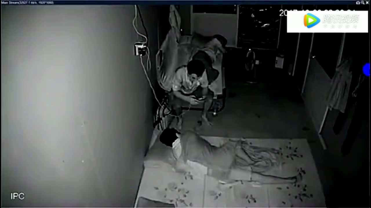 男子深夜闯入出租屋,接下来监控拍下了这样的一幕!