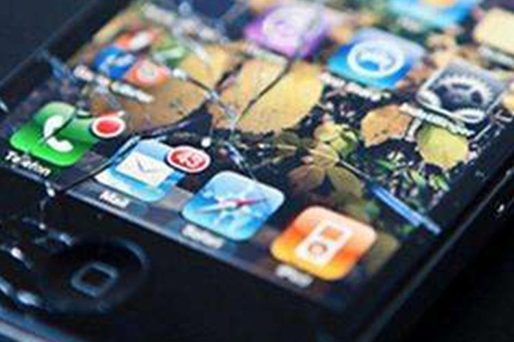一年摔15次也不会碎屏,iPhone 11哪来的底气?